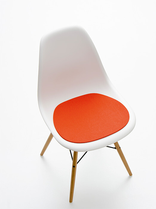 Chaise eames plastic side chair dsw for Chaise dsw coussin